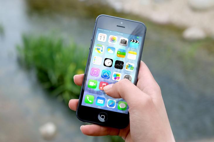 Hakowanie przez ekran dotykowy smartfonów